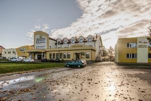 Hotel CRISTAL PARK z 33-200 Dąbrowa Tarnowska, ul. Sportowa 2A